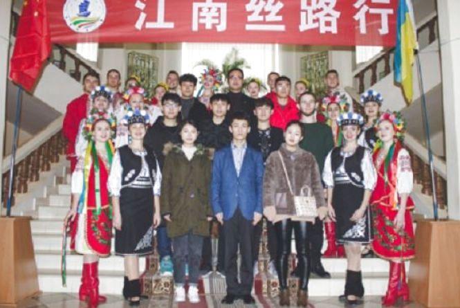 Дев'ять китайців вивчають у педуніверситеті українську мову