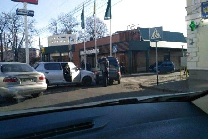 """Біля """"McDonald's"""" на Соборній два водії не поділили парковку"""