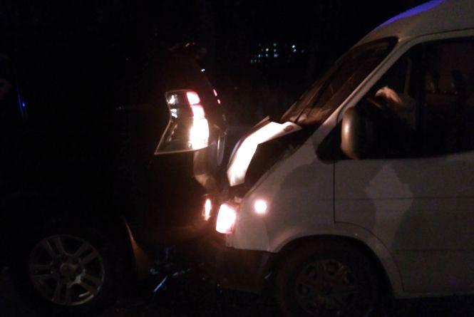 Біля перехрестя Барського шосе та Келецької водій Ford Transit в'їхав у Toyota Prada