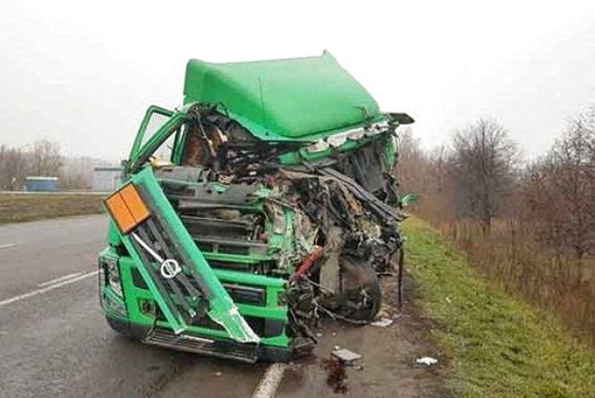 Смертельне ДТП у Гавришівці: водій бензовозу  в'їхав у зерновоз