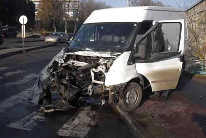 На Магістратській водій «ГАЗ» врізався в «Форд». Поліція шукає свідків ДТП