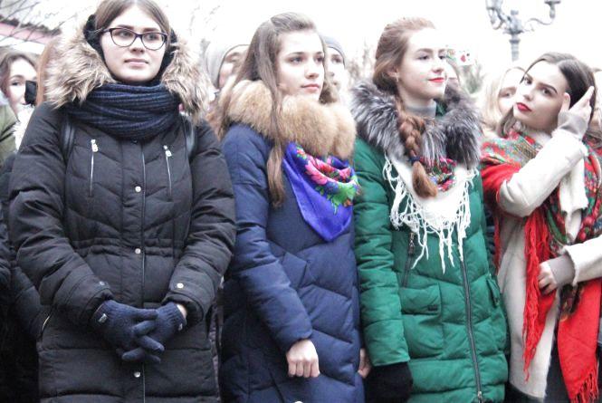 Тисяча людей співали «Щедрик» біля пам'ятника Шевченку