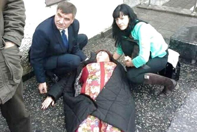 В Жмеринці побили депутатку. Так закінчилась сесія міської ради