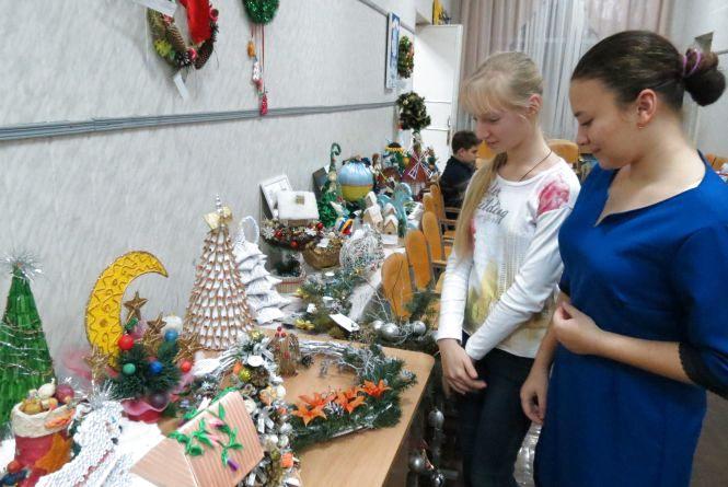 На станції юнатів до 15 січня тривають виставки новорічних композицій