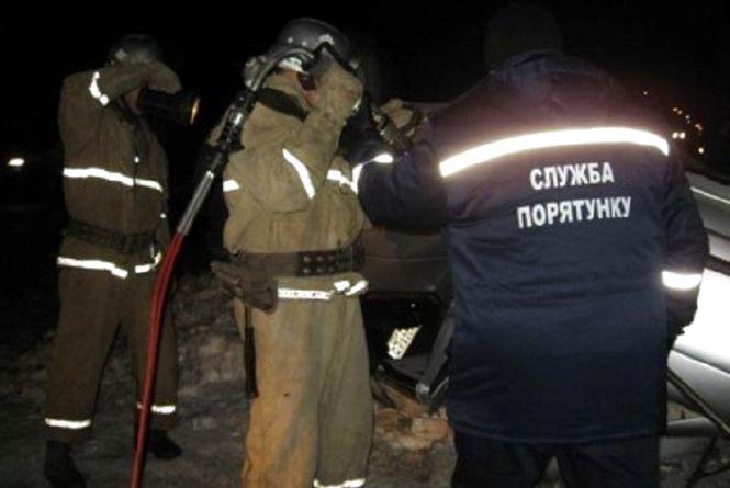 """ДПТ у Жмеринці: авто перетворилось на брухт, а рятувальники """"вирізали"""" чоловіка"""