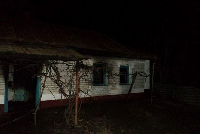 Три пожежні машини гасили будинок на вулиці Бучми