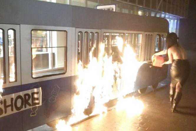 Разом з активісткою Femen за спалений трамвайчик Roshen судитимуть вінничанина