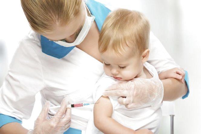 Спалах кору в Україні: в уряді просять батьківвакцинувати своїх дітей