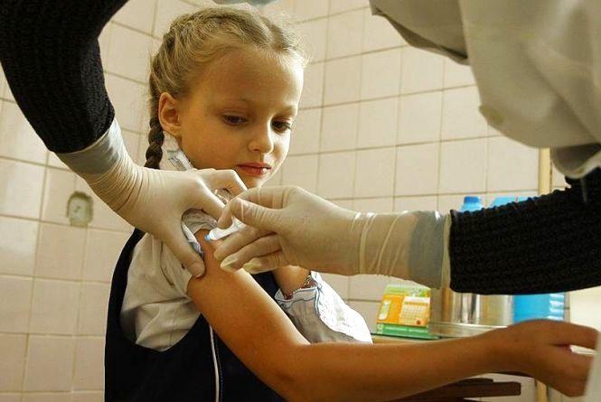 Лікарі кажуть: на кір діти хворіють більше, але епідемії немає