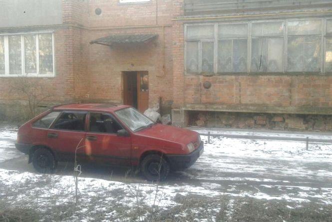 Цеглою розтрощили автомобіль активісту під Вінницею