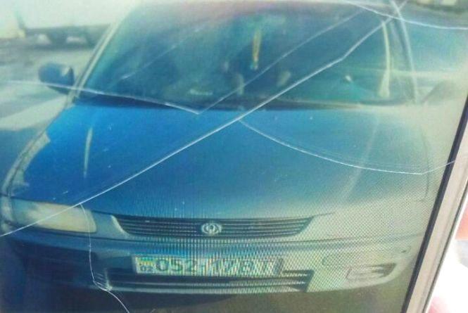 Поліцейські шукали водія, який збив дівчину, забрав її в авто і зник