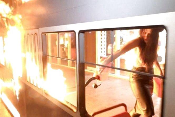 Активістку Femen та вінничанина, що спалили «трамвайчик», судитимуть у березні