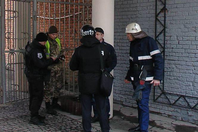 """Біля """"Скайпарку"""" поліцейські та рятувальники шукали вибухівку (ОНОВЛЕНО)"""
