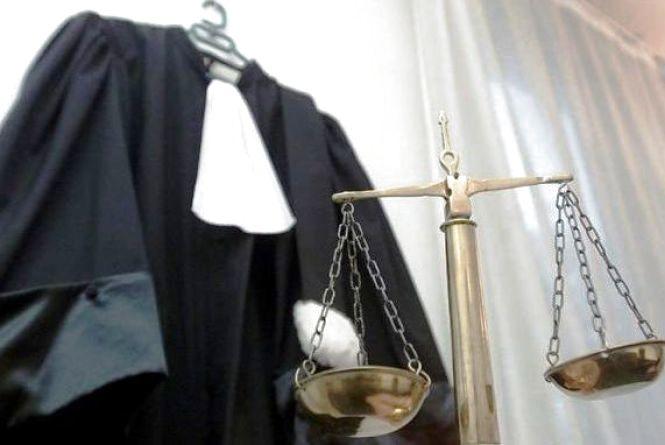 Голова суду зачинився від перевірки. Люди на засідання лізли через турнікет