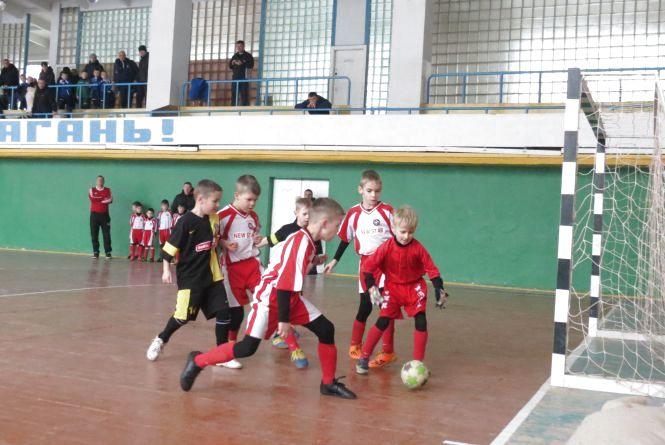 «Темп» вийшов у лідери юнацького чемпіонату області з футзалу, розгромивши на старті конкурентів