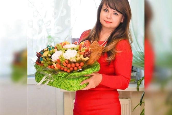Троянди з сала та їстівні квіти з огірків. Вінничанка робить незвичні букети
