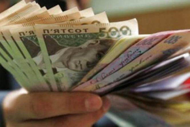 Скільки коштує робоча година? Огляд зарплат за січень в різних регіонах України
