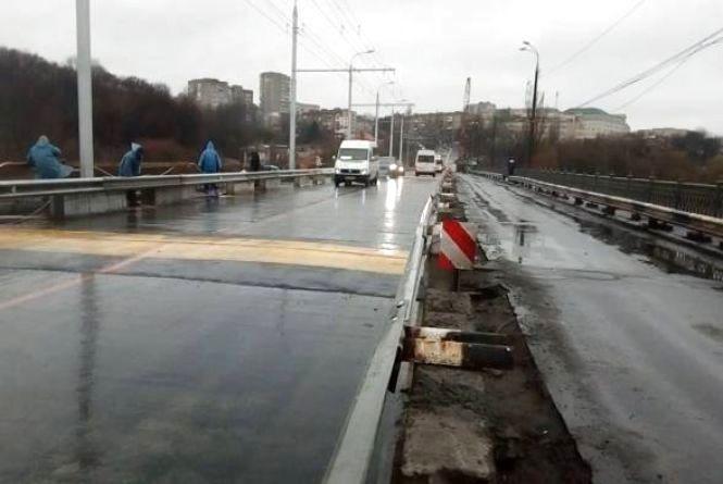 На вихідні знову перекривають Київський міст. Як курсуватимуть тролейбуси?