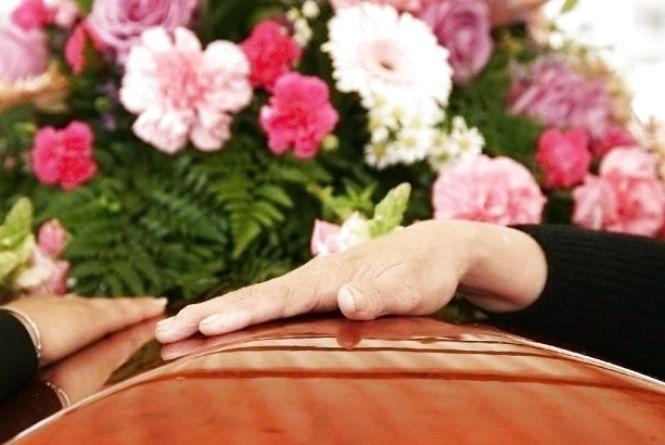 Хоронити не можна без розтину: в Україні – нові правила поховання