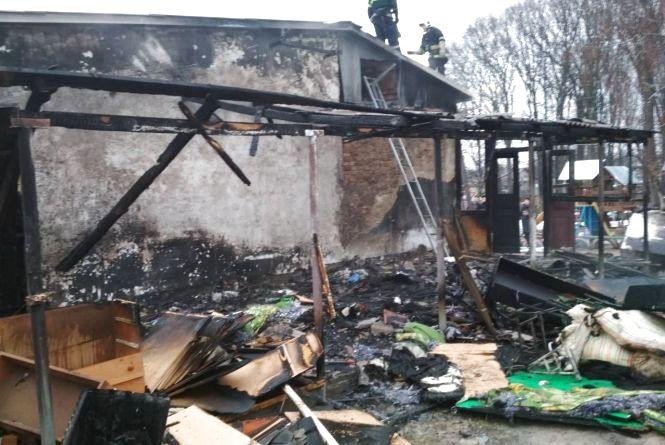 На Вінниччині горів дитячий будинок. Полум'я приборкували три десятки вогнеборців