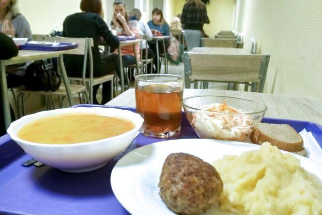 Рейд по їдальням: Як годують у «Просторі їжі» на Супутнику