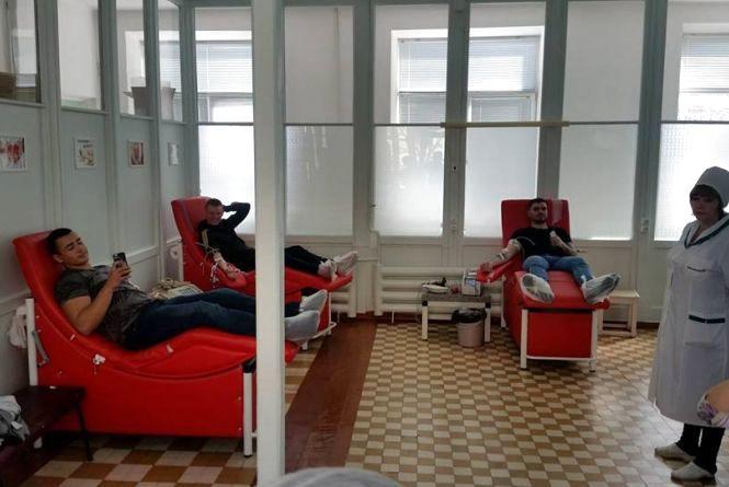 Вінницькі футбольні ультрас здавали кров для потреб місцевих медичних закладів