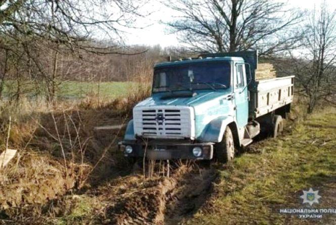 Вкрав вантажівку та застряг нею у болоті. У Жмеринці засудили автовикрадача