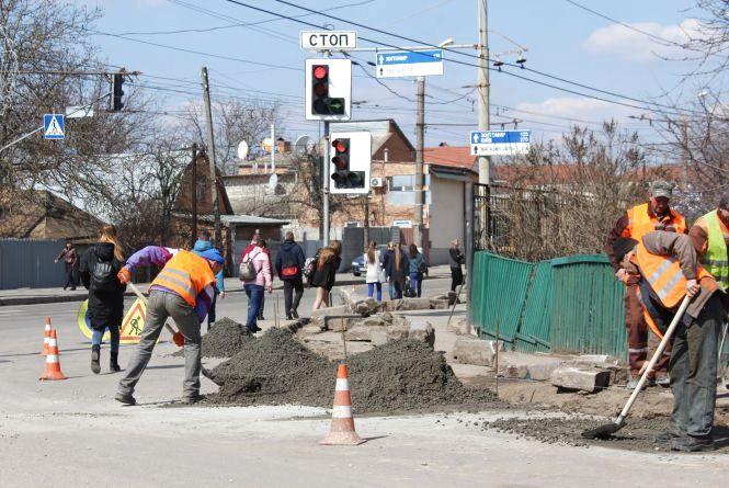 Чому на дороги у Вінниці дають мільйони, а ями — не зникають?