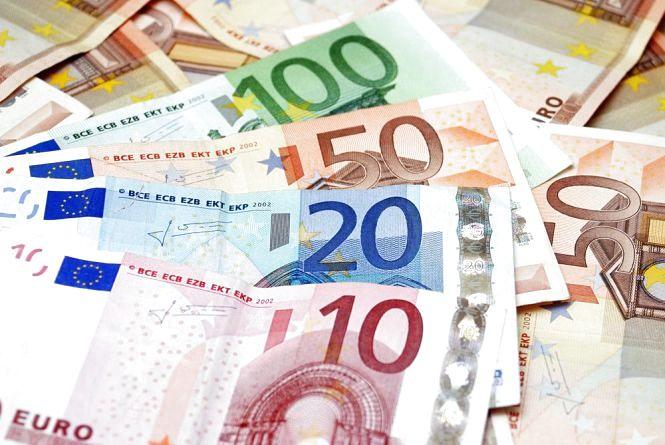 Курс валют НБУ на 7 квітня. Перед Великоднем євро стрімко дешевшає