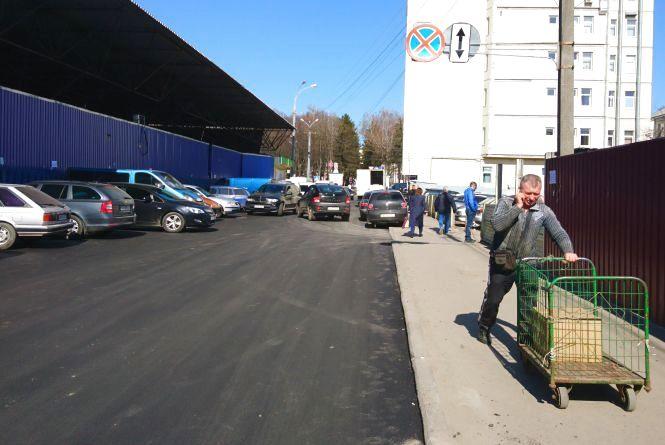За вечір та ніч відремонтували частину вулиці Матроса Кішки біля «Урожаю»