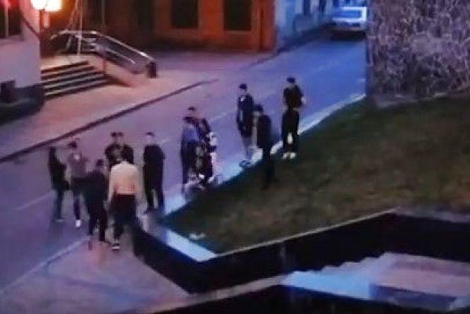 Дві ДТП та масова бійка біля мерії: що зафіксували камери на вихідних?