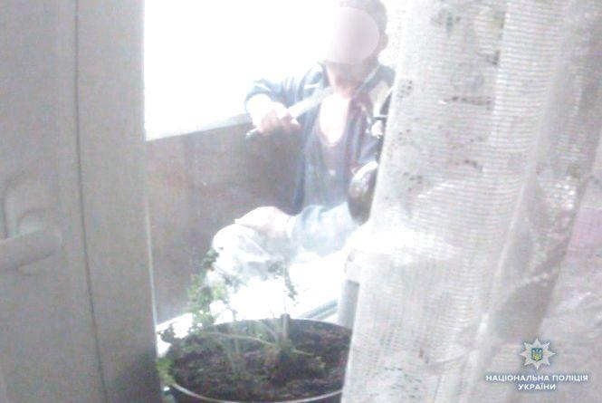 Ніж до горла: як п'яного самогубцю врятували вінницькі поліцейські