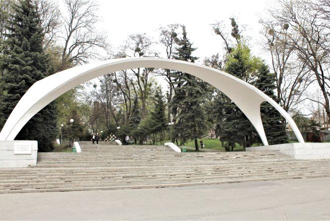 Реконструкція входу до парку Горького коштує 17,4 мільйона гривень. Що там буде?