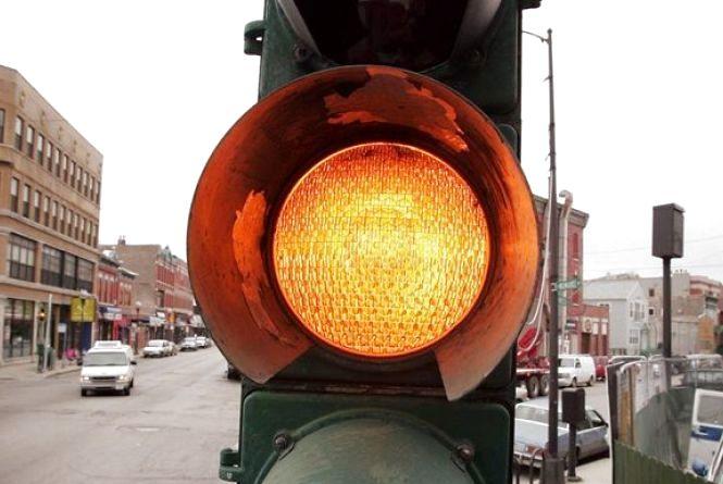 В Україні можуть скасувати жовтий сигнал світлофора (ОПИТУВАННЯ)