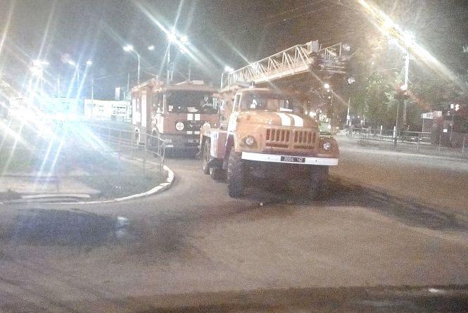 Чотири пожежні екіпажі гасили загоряння в ТЦ  біля Урожаю