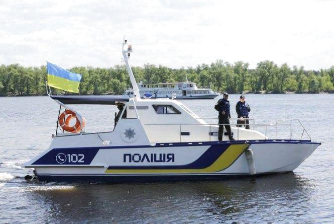 Вінницю поліцейські патрулюватимуть на катерах по Південному Бузі