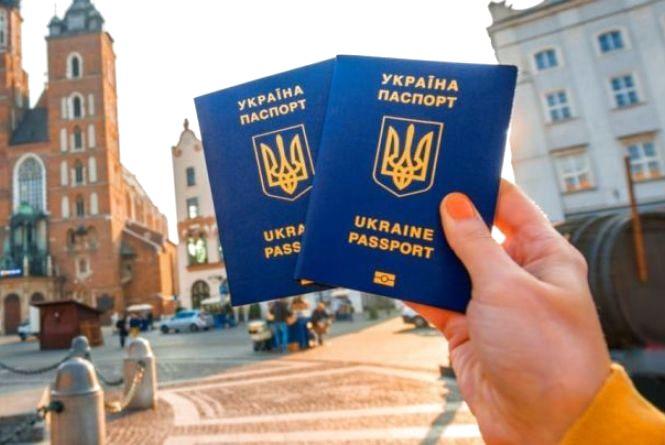 Українцям для в'їзду в Євросоюз потрібен буде спецдозвіл за 7 євро