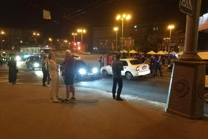ДТП біля переходу: на Центральному мосту водій «ЗАЗ» збив киянина