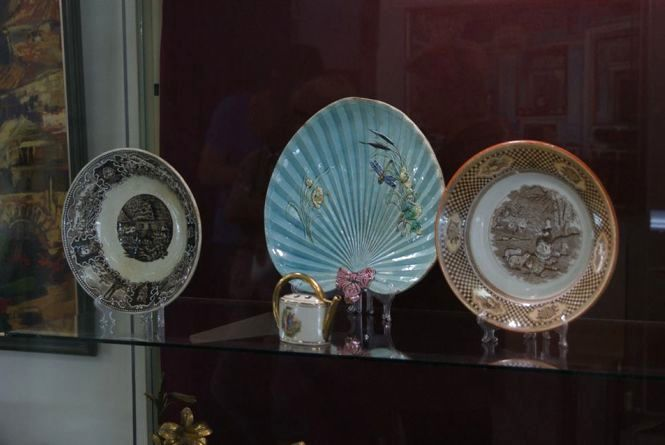 Виставка у краєзнавчому музеї: старовинні ювелірні вироби, коштовні твори та порцеляна