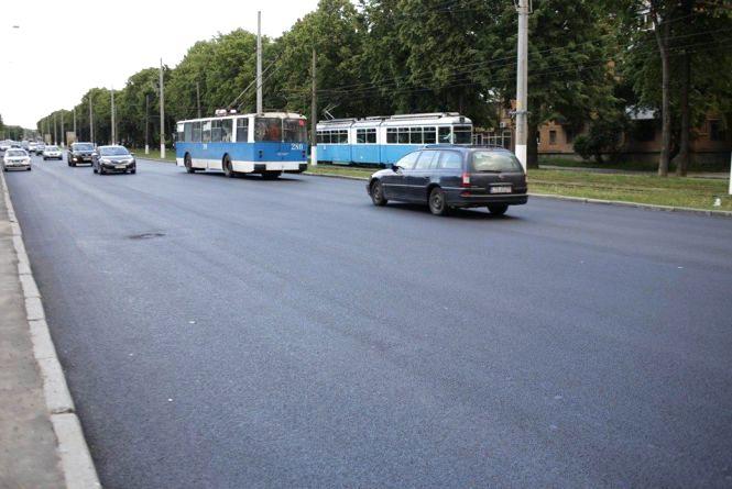 У Вінниці від ринку «Урожай» до Дачної вночі оновили асфальт на дорозі