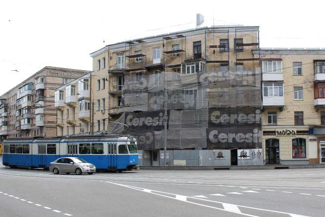 Ремонтують дім навпроти «Універмагу». У планах — ще шість будинків на Соборній