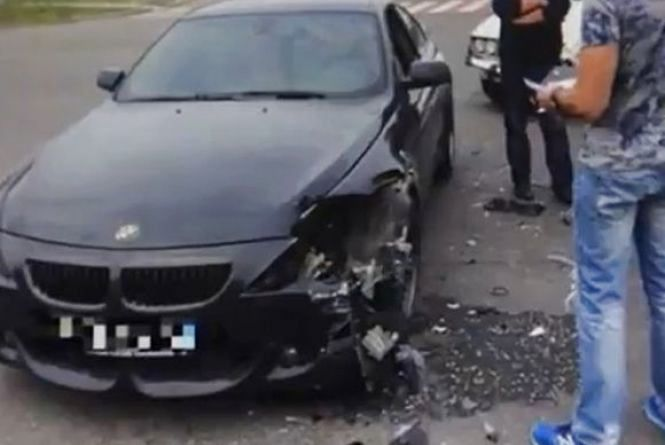 Під Вінницею водій «BMW» влупився у «ВАЗ». Відео за середу
