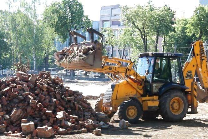 За 19 мільйонів гривень будують футбольне поле біля Палацу дітей та юнацтва