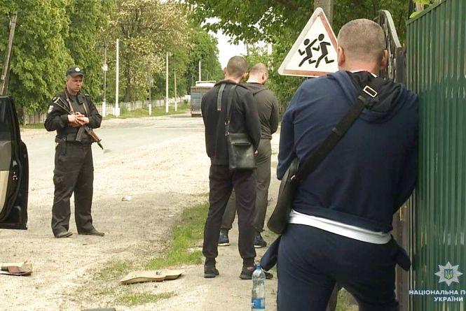 Розбили «Lexus» та втекли. На Вінниччині затримали банду «гастролерів»