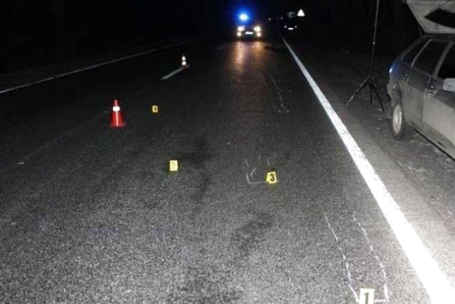 На Вінниччині насмерть збили жінку. Допоможіть знайти водія та авто. Є фото