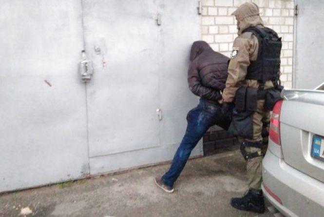Зухвале пограбування на Вінниччині: двоє «копів» вночі увірвалися до будинку