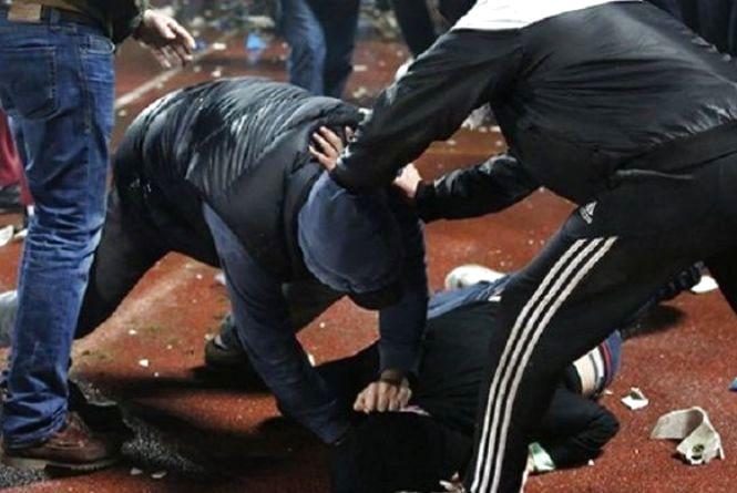 Кримінальна ніч Європи: двоє хуліганів напали на юнака  біля нічного клубу