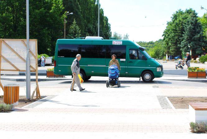 У Вінниці з'явилася ще одна підвищена «зебра». Велосипедисти вимагають нанести вело-розмітку