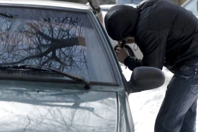 Крадію, який за ніч відкривав по три машини ножиком, дали строк з конфіскацією