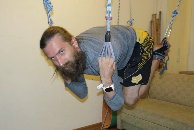 Вінницькі майстри альфа гравіті 20 хвилин виконують вправи у повітрі